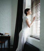 Traitements de fenêtre Ce Complement Mobilier foncé