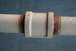 Cures pour rouillés tuyaux d`eau à domicile