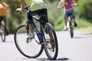 De nombreux cadres de bicyclettes aujourd`hui sont construits en utilisant des alliages d`aluminium.