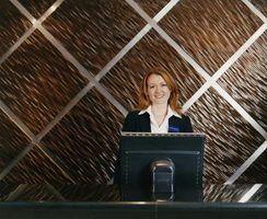 De nombreuses entreprises, comme les hôtels, public distinct et les zones des employés.