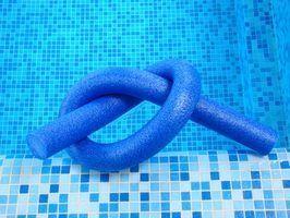 Jeux utilisant des nouilles de piscine