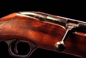 Tailler un gunstock à partir de zéro, ou sculptent les modèles dans un stock existant.