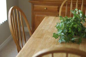 Le look décontracté des meubles en chêne correspond bien dans le pays, chalet et paramètres rustiques.