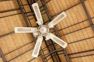 Installation d`un ventilateur de plafond sur un plafond en pente présente des défis particuliers.