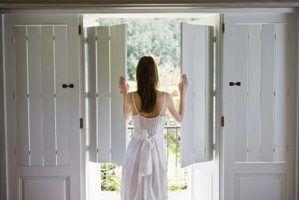 portes rustiques peuvent ajouter un attrait de décoration à une maison traditionnelle.