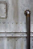 L`exposition à l`eau salée peut causer la corrosion de l`aluminium et de ses attaches.