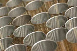 Les deux boîtes d`étain et d`aluminium sont fabriqués à partir d`un mélange de métaux.