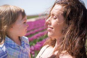 Quels sont les avantages des mères qui restent à la maison contre les mamans de travail?