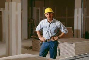 Pourquoi accrocher le placoplâtre du plafond en premier?