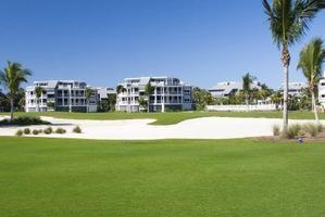 Idées de protection des fenêtres pour les maisons bordant les terrains de golf